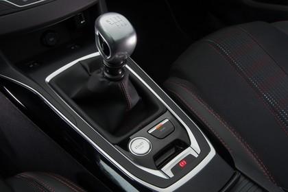 Peugeot 308 T9 Innenansicht statisch Detail Mittelkonsole Handschalter