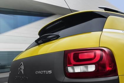 Citroën C4 Cactus Aussenansicht Heck schräg statisch Detail Rückleuchte rechts und Cactus Schriftzug