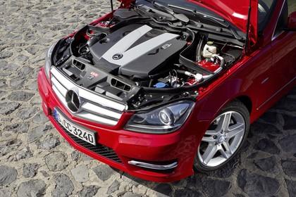 Mercedes-Benz C-Klasse T-Modell S204 MoPf Aussenansicht Front schräg erhöht statisch Detail Motor