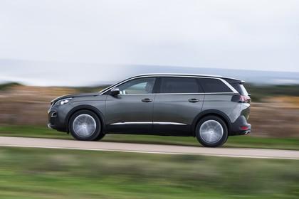 Peugeot 5008 SUV Aussenansicht Seite dynamisch grau