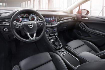 Opel Astra K 5türer Innenansicht Fahrerposition statisch schwarz