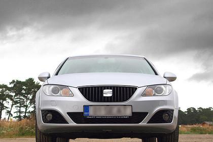 SEAT Exeo Limousine 3R Aussenansicht Front statisch silber