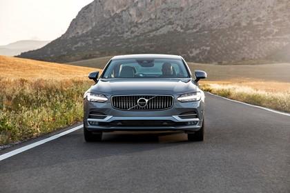Volvo S90 Aussenansicht Front dynamisch grau