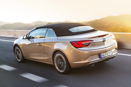 Opel Cascada Aussenansicht Heck schräg dynamisch gold