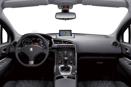 Peugeot 3008 Innenansicht mittig Studio statisch grau