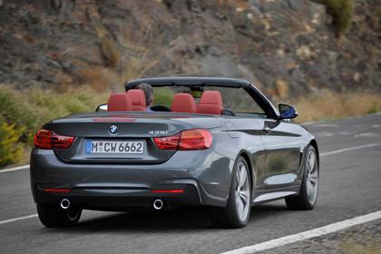 BMW 4er Cabrio F33 AussenansichtHeck schräg dynamisch grau