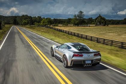 Chevrolet Corvette Grand Sport Coupé Aussenansicht Heck schräg dynamisch silber