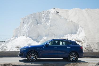 Maserati Levante Aussenansicht Seite statisch blau