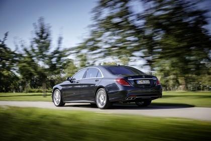 Mercedes-AMG S 65 W222 Aussenansicht Heck schräg dynamisch dunkelblau