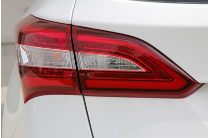 Hyundai i30 Kombi GD/GDH Aussenansicht Detail statisch weiss Rückleuchte