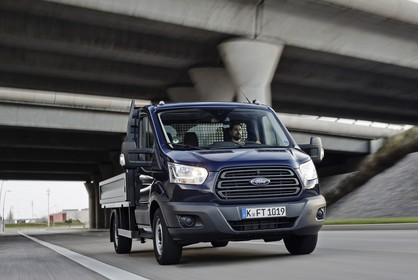 Ford Transit Pritsche Mk7 Aussenansicht Front schräg dynamisch dunkelblau