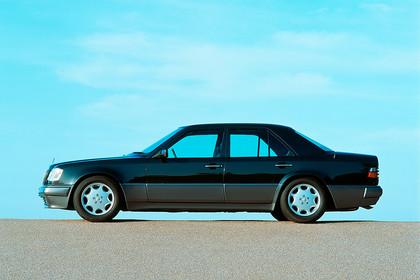 Mercedes E-Klasse Limousine W124 Aussenansicht Seite statisch schwarz