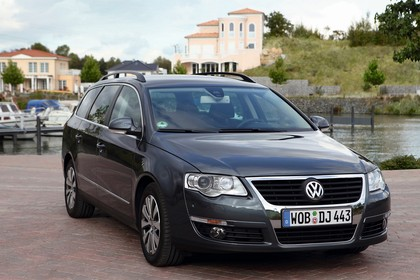 VW Passat Variant B6 Aussenansicht Front schräg statisch grau