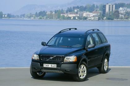 Volvo XC90 Aussenansicht Front schräg statisch schwarz