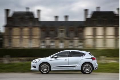 Citroën DS4 Aussenansicht Seite dynamisch weiss