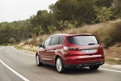 Ford S-MAX WA6 Aussenansicht Heck schräg dynamisch rot