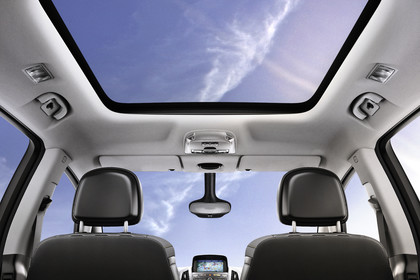 Opel Zafira C Tourer Innenansicht Detail Panoramadach statisch hellgrau