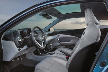 Honda CR-Z Innenansicht statisch Vordersitze und Armaturenbrett fahrerseitig