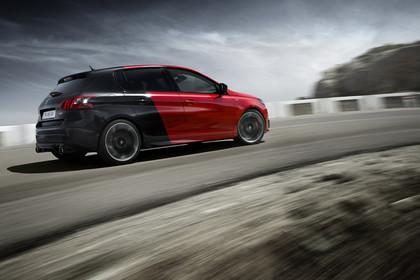 Peugeot 308 GTi T9 Aussenansicht Seite schräg dynamisch schwarz rot