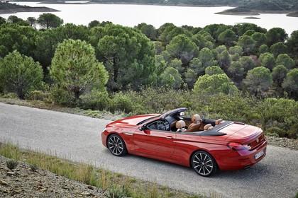 BMW 6er Cabrio F12 Aussenansicht Heck schräg dynamisch rot