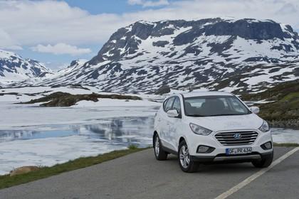 Hyundai ix35 Fuel Cell EL Aussenansicht Front schräg statisch weiß