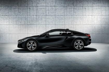 BMW i8 Aussenansicht Seite Studio statisch schwarz
