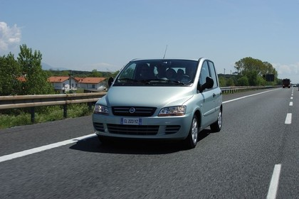 Fiat Multipla 186 Facelift Aussenansicht Front schräg dynamisch silber