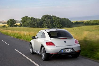 VW Beetle Aussenansicht Heck dynamisch weiss