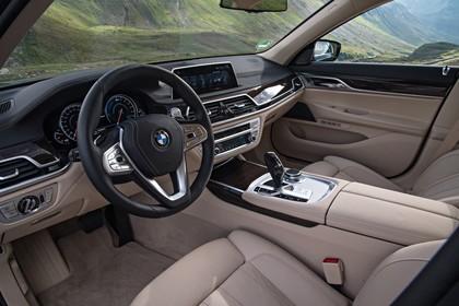 BMW 7er G11/G12 Innenansicht Fahrerposition statisch beige