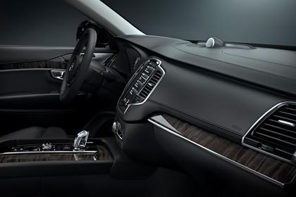 Volvo XC90 L Innenansicht statisch Studio Fahrersitz Mittelkonsole und Armaturenbrett beifahrerseitig