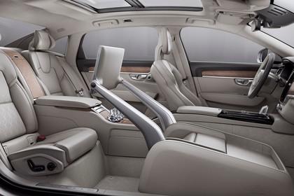 Volvo S90 Excellence Innenansicht statisch Studio Innenraum beifahrerseitig