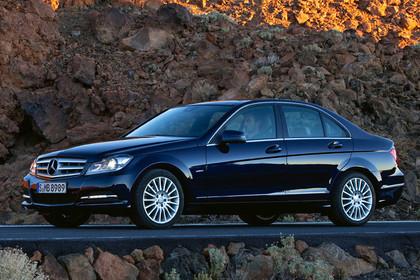 C-Klasse Limousine W204 Aussenansicht Front schräg statisch schwarz