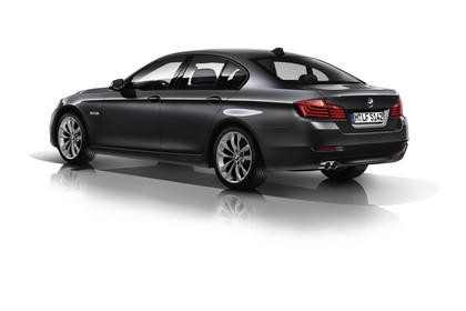 BMW 5er Limousine F10 Aussenansicht Heck schräg Studio statisch schwarz