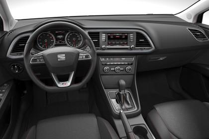 SEAT Leon 5F Innenansicht Vordersitze und Armaturenbrett fahrerseitig studio