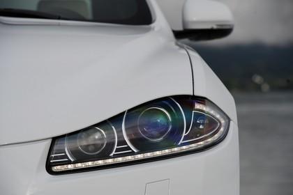 Jaguar XF X250 Aussenansicht Detail Scheinwerfer statisch weiß