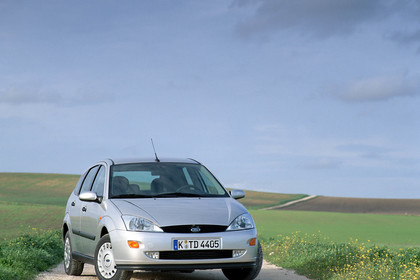 Ford Focus Mk1 Aussenansicht Front schräg statisch silber