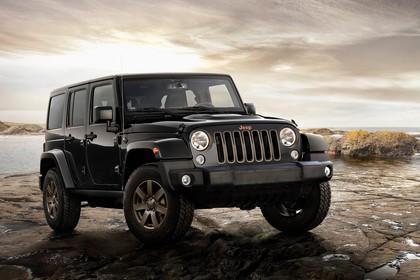 Jeep Wrangler Unlimited JK Aussenansicht Front schräg statisch schwarz