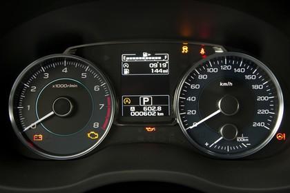 Subaru Impreza G4 Innenansicht statisch Stuio Detail Tacho