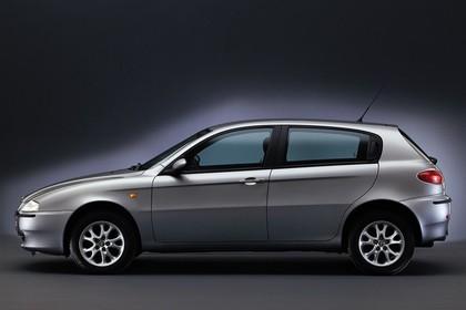 Alfa Romeo 147 Fünftürer 937 Studio Aussenansicht Seite statisch silber