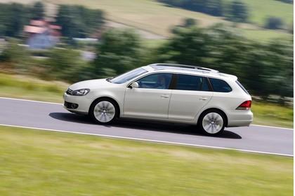 VW Golf 6 Variant Aussenansicht Seite schräg dynamisch weiss
