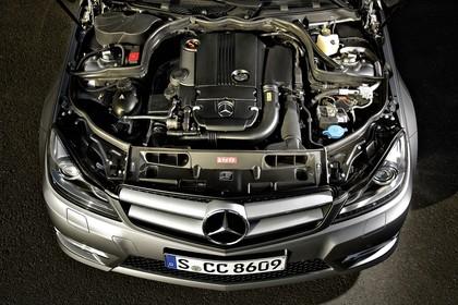 C-Klasse Limousine W204 Aussenansicht Detail Motor statisch silber