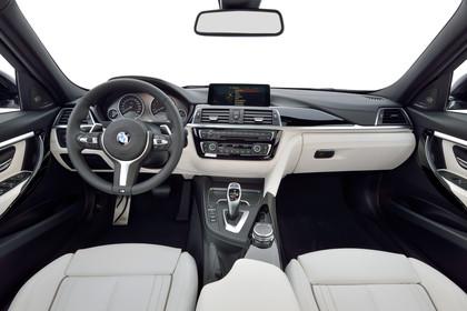 BMW 3er Limousine F30 Innenansicht mittig Studio statisch beige
