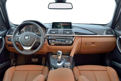 BMW 3er Touring F31 Innenansicht Vordersitze mittig braun