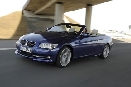 BMW 3er Cabriolet LCI Aussenansicht Front schräg dynamisch blau