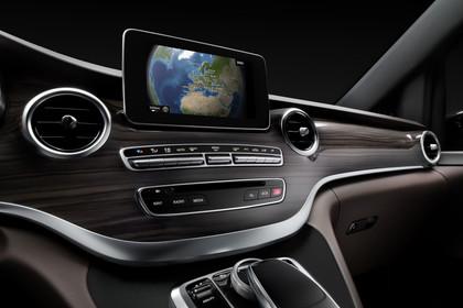 Mercedes V-Klasse 447 Innenansicht Detail Mittelkonsole Studio statisch schwarz