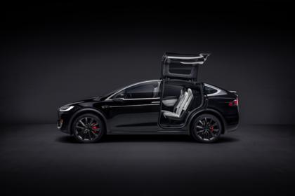 Tesla Model X Aussenansicht Seite statisch Studio schwarz