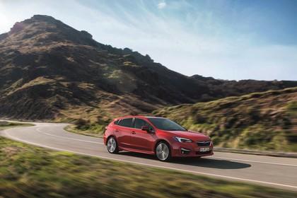 Subaru Impreza G4 Aussenansicht Seite schräg dynamisch rot