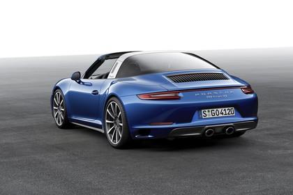 Porsche 911 Targa 4S 991.2 Aussenansicht Heck schräg statisch Studio blau