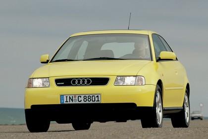 Audi A3 8L Aussenansicht Front dynamisch gelb