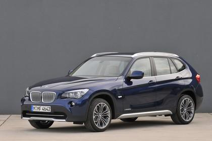 BMW X1 E84 Aussenansicht Front schräg statisch dunkelblau